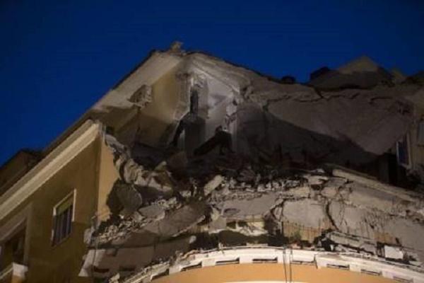 Palazzo crollato a Roma