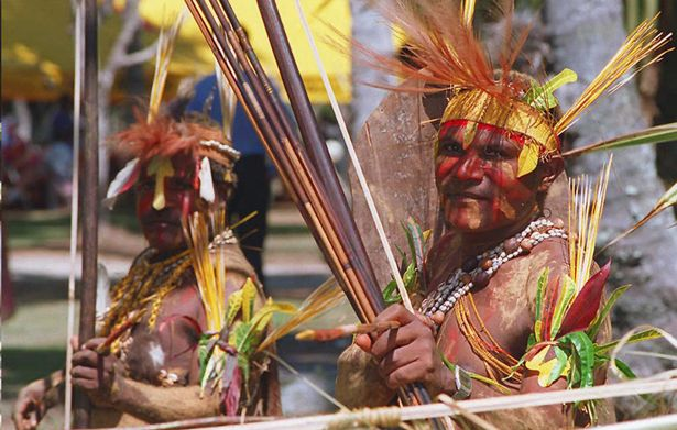 Rapiti e minacciati dai cannibali a Papua Nuova Guinea