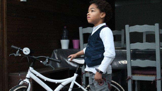 Salva il padre percorrendo 3 chilometri in bici