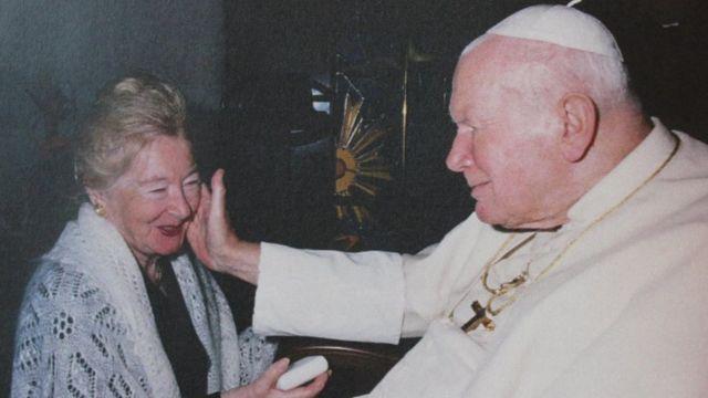 Possibile relazione tra Papa Giovanni Paolo II e una donna
