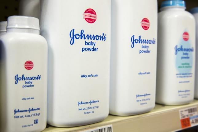 """Sentenza choc contro """"Johnson & Johnson"""" per i danni del talco"""