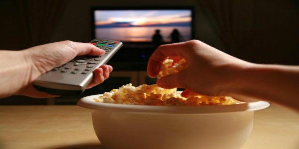 Studio dimostra che mangiare con la tv spenta aiuta a dimagrire