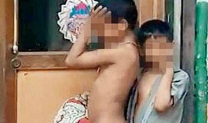 Maestra lasci 2 bimbi nudi in strada per punirli