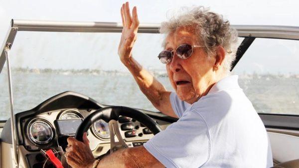 90enne parte per il viaggio della vita