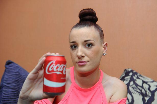 Trova oggetto misterioso e disgustoso nella Cola Cola