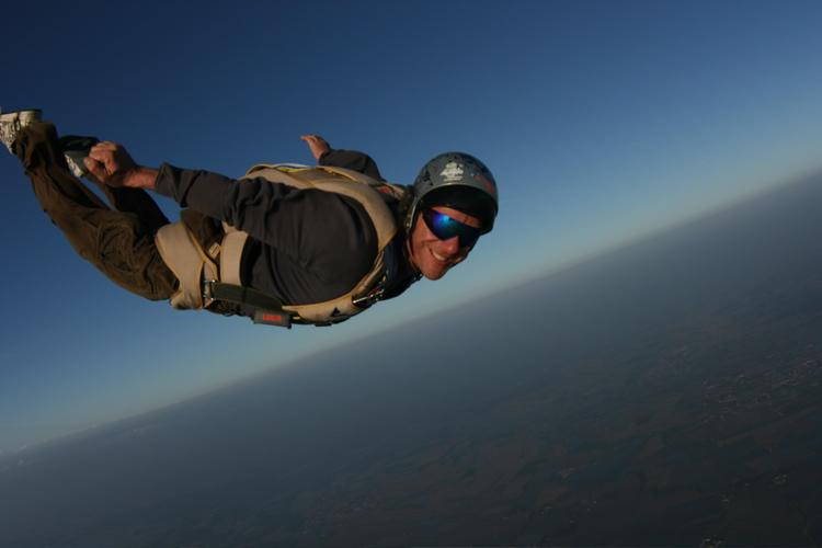 Come salvarsi cadendo da un aereo senza paracadute