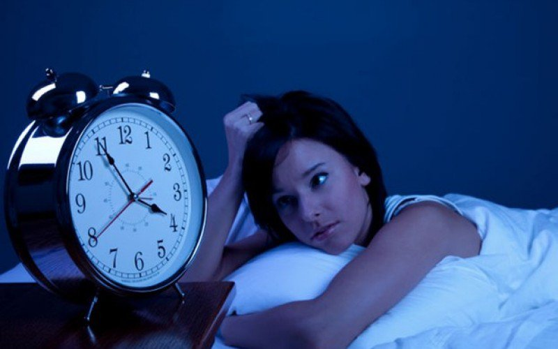 Andare a dormire tardi favorisce l'aumento di peso