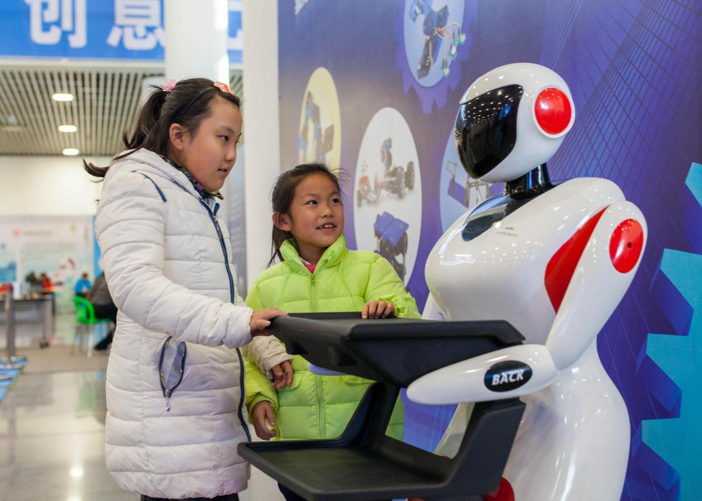 """I robot ci """"ruberanno"""" il lavoro: ecco chi rischia il posto"""