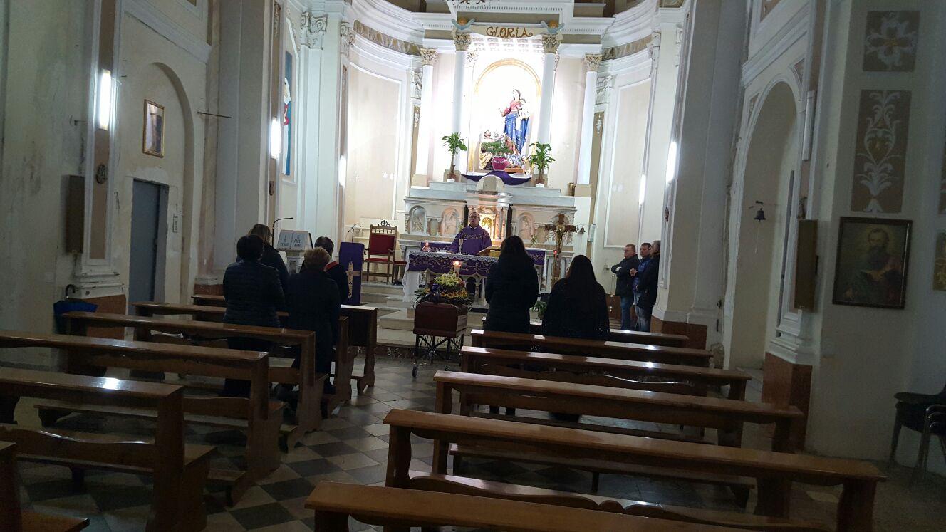 Nessuno al suo funerale prete e pompe funebri pagano le for Suo e suo armadio