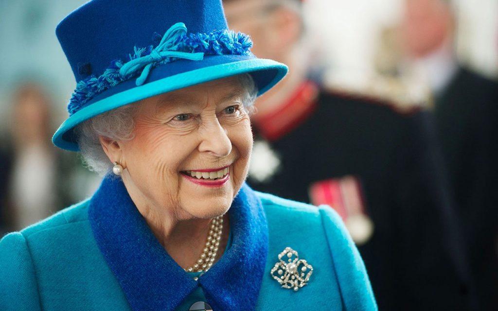 Elisabetta compie 90 anni, è la regina più longeva del regno