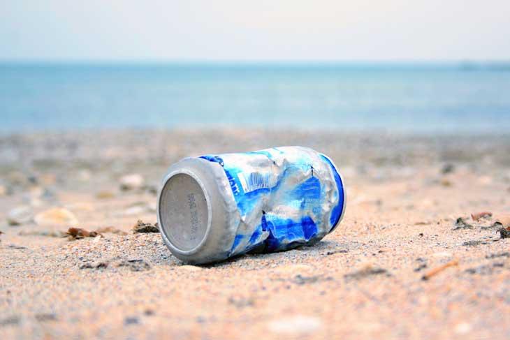 I rifiuti invadono le nostre spiagge