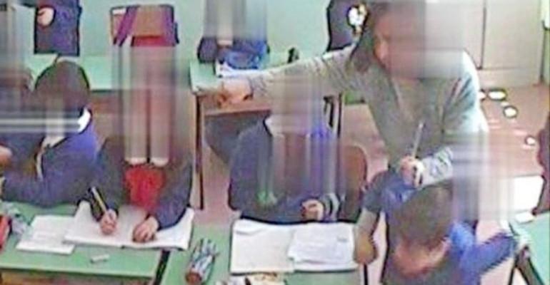 Maestre picchiano alunni di 3 anni