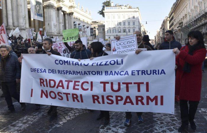 Subordinati di Banca Etruria: proteste dei risparmiatori