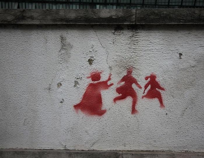Prete abusava di 2 minorenni