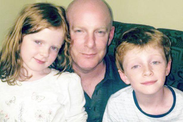 Scatta una foto alla famiglia, poi la scoperta shock