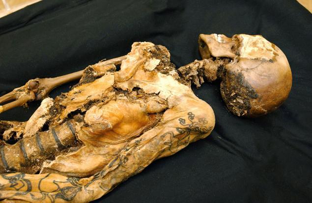 Scoperti tatuaggio e cancro al seno su mummia di 2500 anni fa