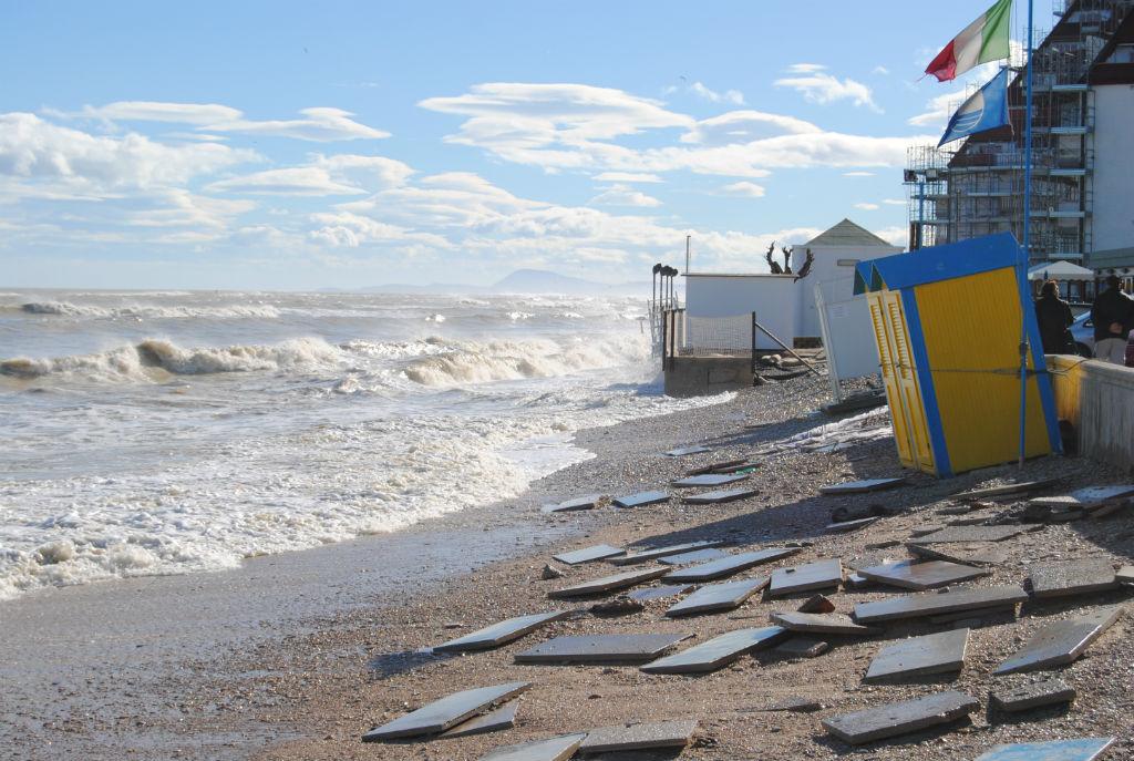 Spiagge italiane: ogni anno il cemento nel distrugge 8 km