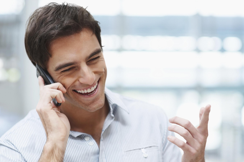 Usare i cellulari per chiamare fa male alla salute, ecco perchè