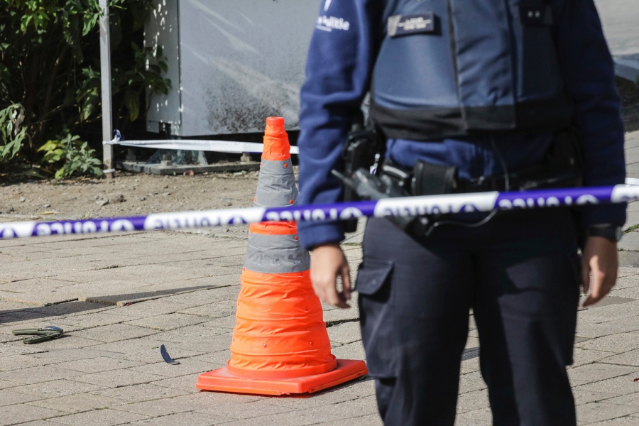 Belgio, 43enne ferisce agenti di polizia con coltello