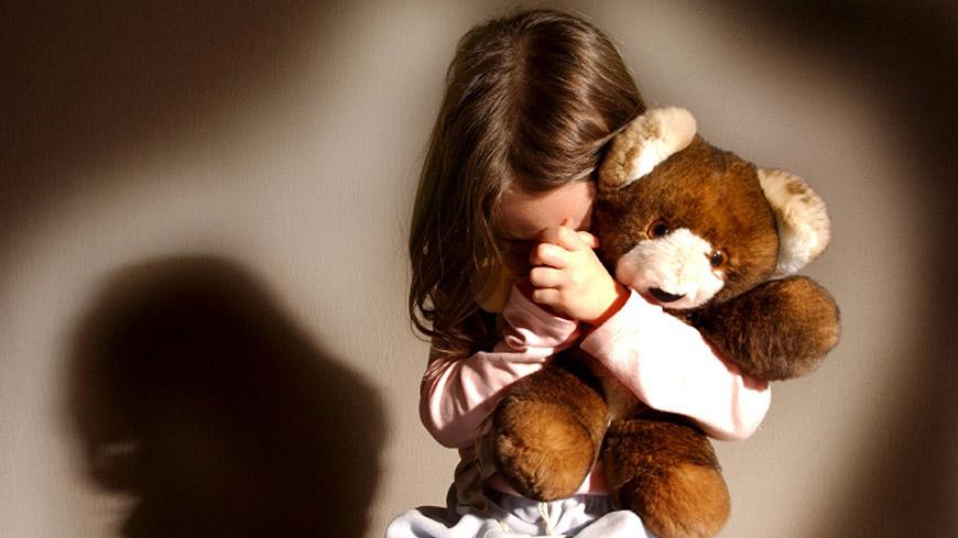 Il figlio di 9 anni violenta una bimba di 3, ecco la reazione della madre