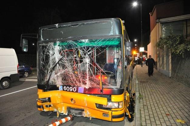 Incidente auto e autobus della linea 72 di MIlano