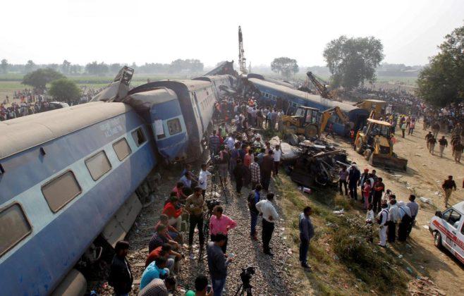 Treno deraglia e provoca più di 100 morti