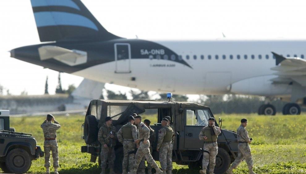 Aereo libico dirottato a Malta, liberati i 118 ostaggi