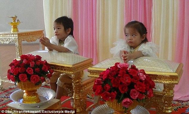 Gemelli di 3 anni costretti a sposarsi