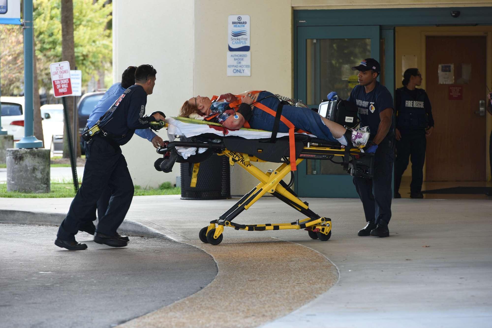 """Sparatoria all'eroporto in Florida. """"Il killer mirava alla testa dei presenti"""""""