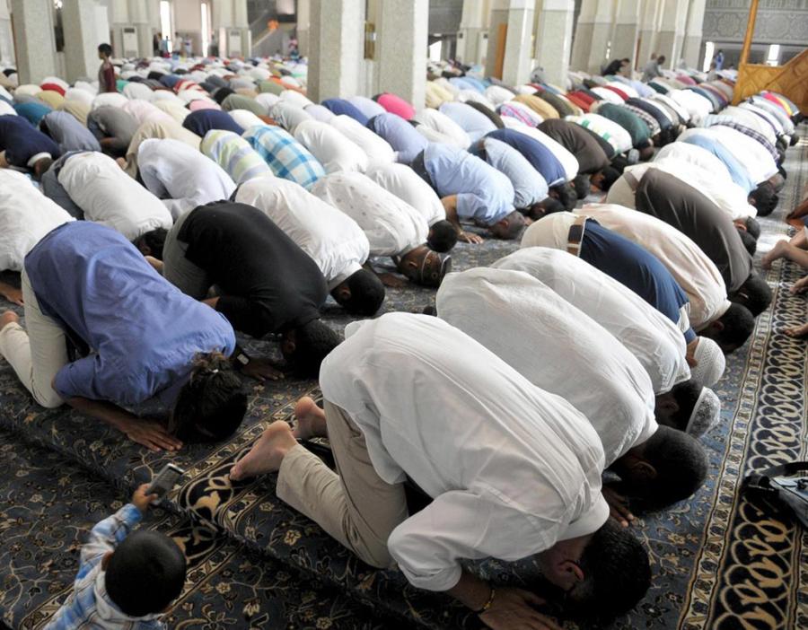 Attacco terroristico in una moschea: 6 vittime
