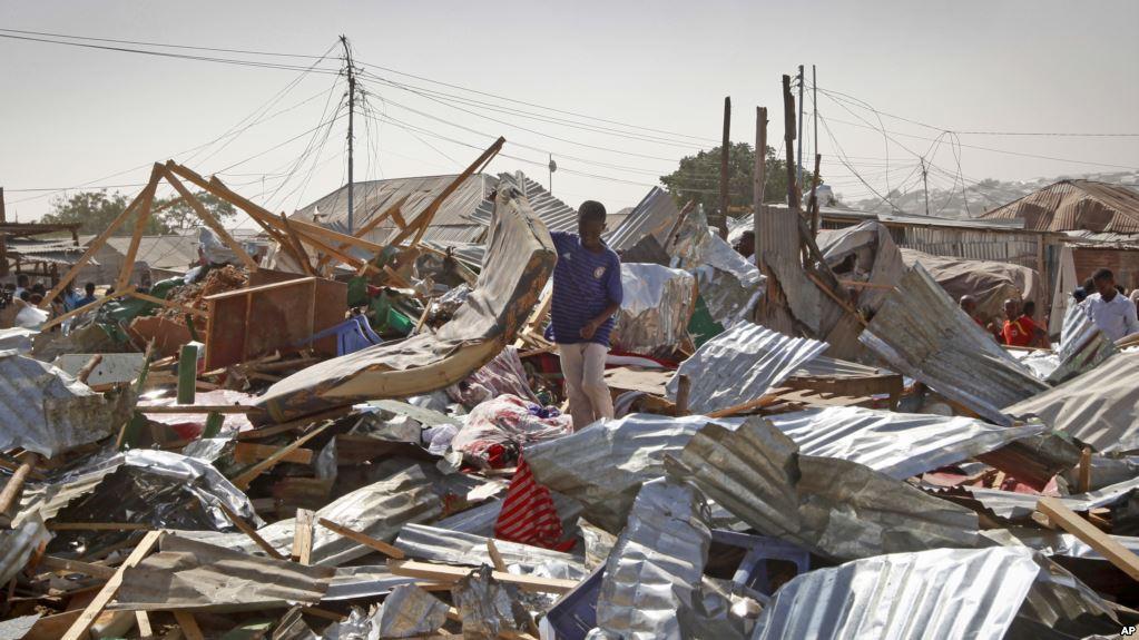 Somalia, camion bomba esplode al mercato