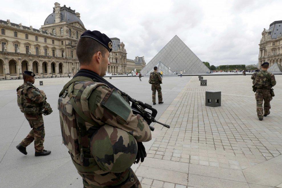 Militari aggrediti al museo del Louvre