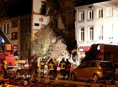 Soccorsi dopo l'esplosione in un palazzo ad Anversa