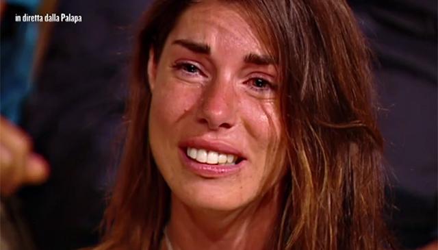 Bianca Aztei in lacrime