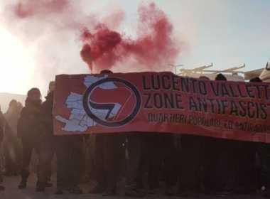 Fumogeni nel corteo di Torino