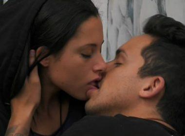 Bacio Matteo Gentili e Alessia Prete