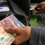 Brindisi, pensionato ruba carta di credito