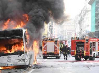 Atac, autobus in fiamme a Roma