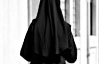 Frosinone, suora aggredisce prete