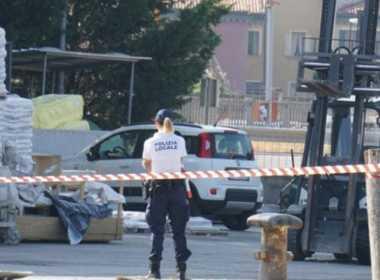 Venezia, 13enne muore schiacciato da un muletto