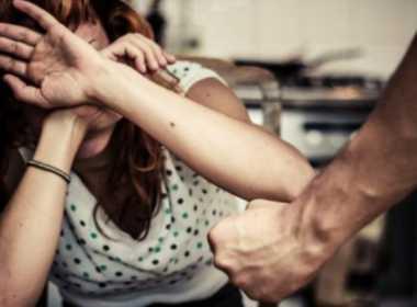 Messina, picchia e violenta la compagna