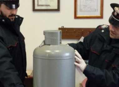Casoria, 47enne minaccia di far esplodere la casa