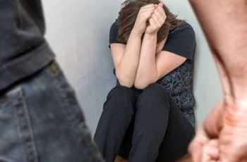 Civitavecchia, 43enne picchia e rapina la fidanzata