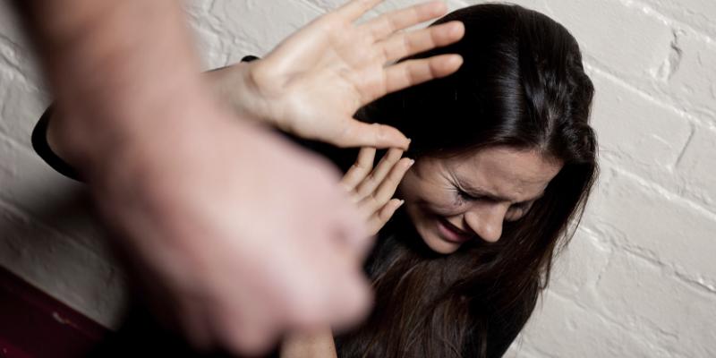 Poggioreale, sequestrata e picchiata dall'ex compagno