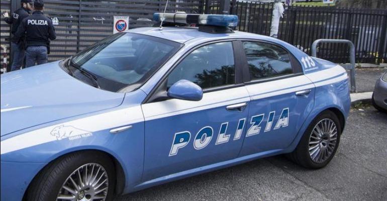 Roma, 14enne precipita dal 6 piano