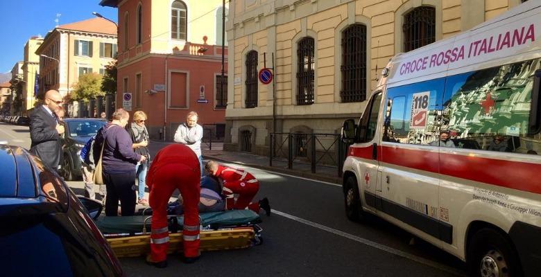 Milano, 88enne investita da un'auto