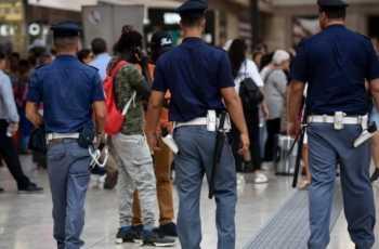 Monza, 55enne picchiato da tre giovani sul treno