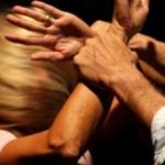 Romanina, picchia e minaccia la moglie davanti ai figli