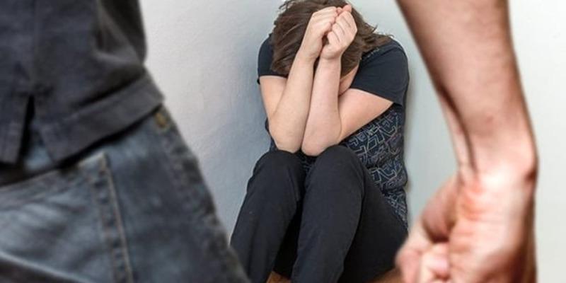 Acilia, picchia la fidanzata dopo una lite