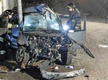 Clusane D'Iseo, 24enne si schianta con l'auto